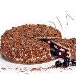 BLACK FOREST <br>crema de lapte, jeleu de visine, crema de ciocolata, fulgi de ciocolata, blat de ciocolata